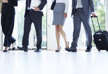 Fonctionnaires sur le départ pour un voyage d'entreprise